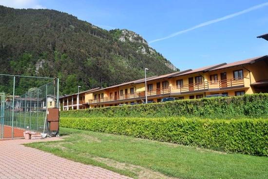 <b>Blick auf die Appartements vom Tennisplatz aus
