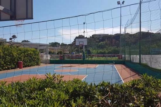 <b>Basketballplatz