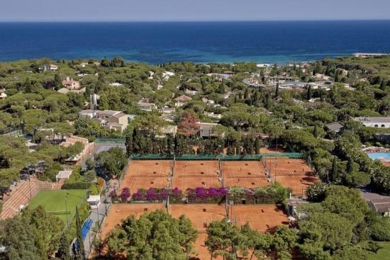 <b>Tennisanlage mit 12 Sandplaetzen