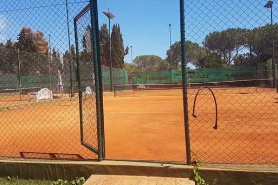 <b>Tennisplätze