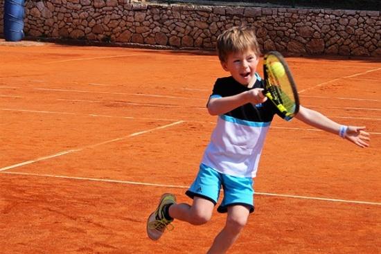 <b>lk-tenniscamp-familie-bol-kids.jpg