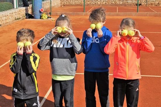 <b>lk-tenniscamp-familie-bol-kids2.jpg