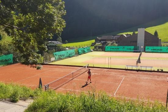 <b>Die Tenniscourts nebenan - 2 Sand- und 2 Allwettercourts