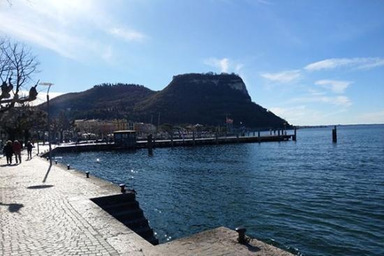 <b>Uferpromenade