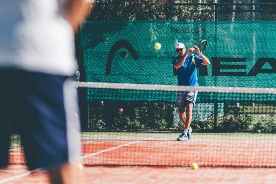 <b>Trainiert mit vielen Ex-Tennisprofis