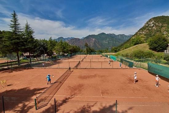 <b>Herrliche Tennisanlage