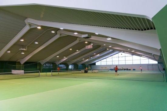 <b>4-Feld Tennishalle mit Teppich und Wingfield Court