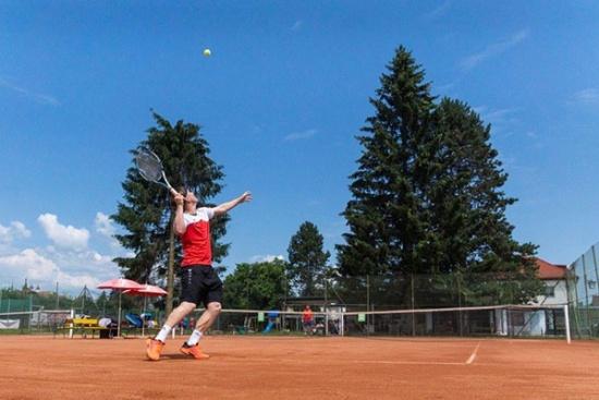 <b>Verschiedene Erwachsenen-Tennispakete