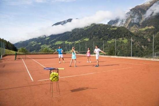 <b>Tennistraining auch in der Gruppe