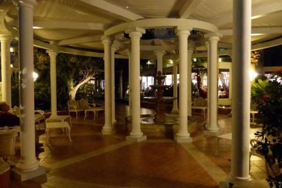 <b>Hotellobby