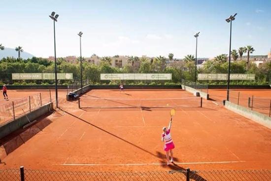 <b>Tennisplätze im Tenisclub Santa Ponsa (ca. 1km entfernt)