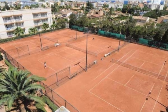 <b>Tennisplätze von oben