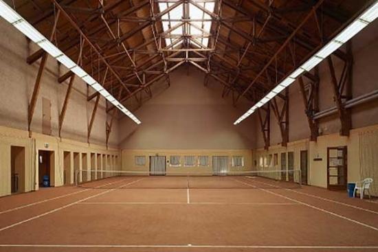 <b>Tennishotel-Gut-Ising-Chiemsee-Tennishalle.jpg