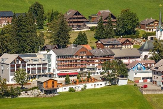 <b>Ansicht Tennishotel Hirschen Wildhaus