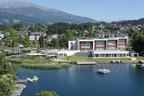 <b>Hotelansicht vom See