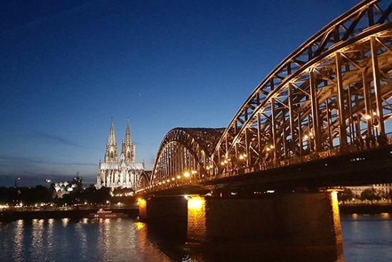 <b>Koeln by Night