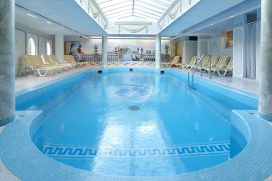 <b>Pool