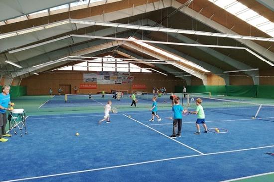<b>Tennishalle und weitere Freiplaetze in Reutte