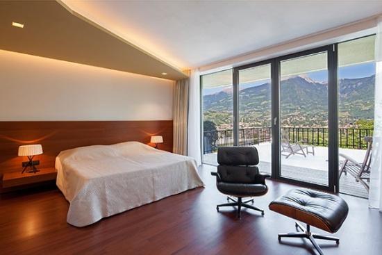 <b>Doppelzimmer in der Villa mit Panoramafenstern