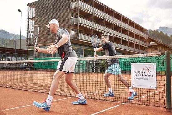 <b>Tennistraining mit der European Tennis Academy