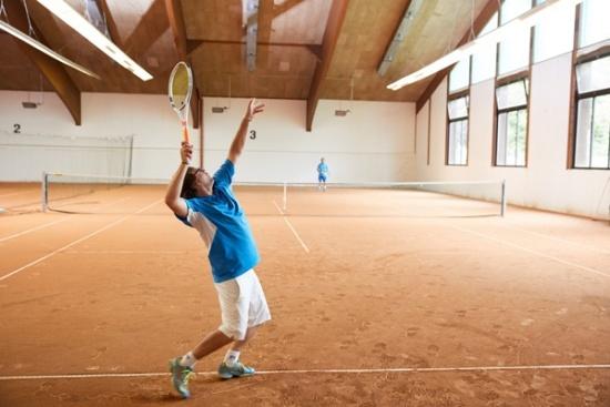 <b>3-Feld-Tennishalle