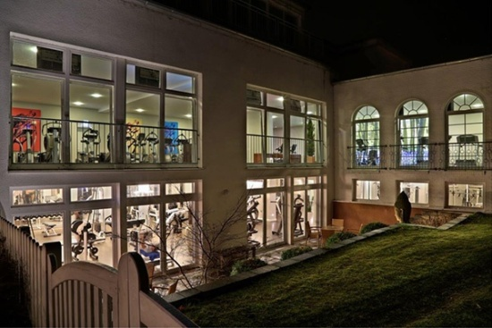 <b>Racket Inn by Night
