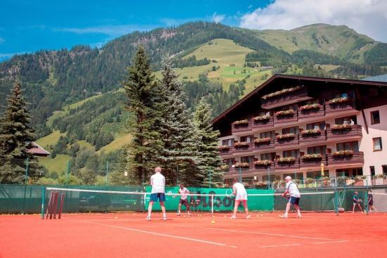 <b>Tennishotel Rauriserhof - Tennis direkt am Hotel