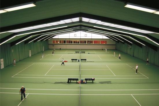 <b>Tennishalle direkt am Hotel