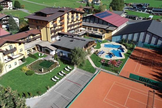 <b>Luftansicht des Tennishotels