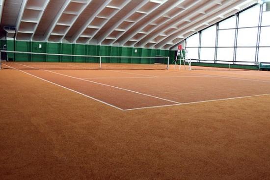 <b>Tennishalle mit 5 Courts