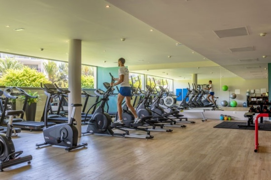 <b>Heller Fitnessraum