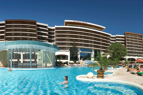 <b>Hotelansicht vom Pool