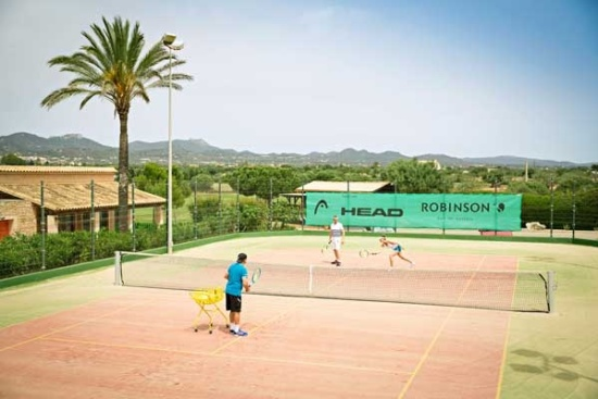 <b>Einer von 12 Tennisplaetzen