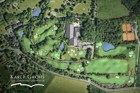 <b>Sportareal mit Golfplatz