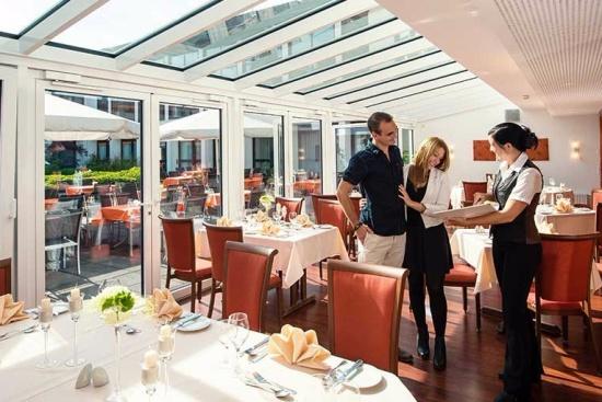 <b>Restaurant mit Wintergarten
