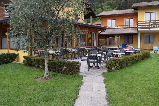 <b>Restaurant-Terrasse