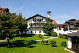 Tennishotel-Gut-Ising-Chiemsee-Ansicht