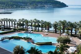 Tennishotel-Sani-Resort-Poollandschaft-TennisTraveller