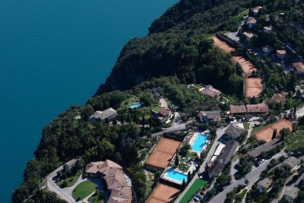 Tenniscamps im Tennishotel Bazzanega am Gardasee